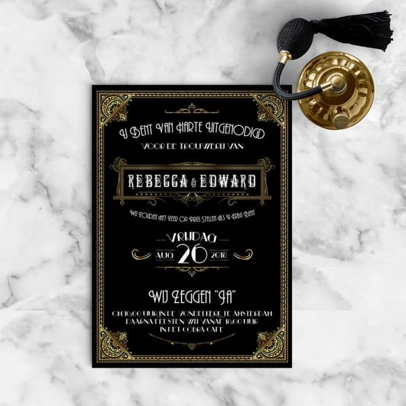 Trouwkaart Great Gatsby met zwarte achtergrond en gouden versiering.