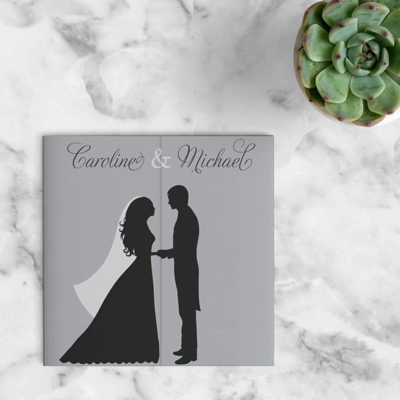 Op de voorkant van trouwkaart Silhouet is een dansende paartje vormgegeven enkel als silhouet, wat een prachtig scherp en tijdloos beeld neer zet. Voorkant van de uitnodiging.