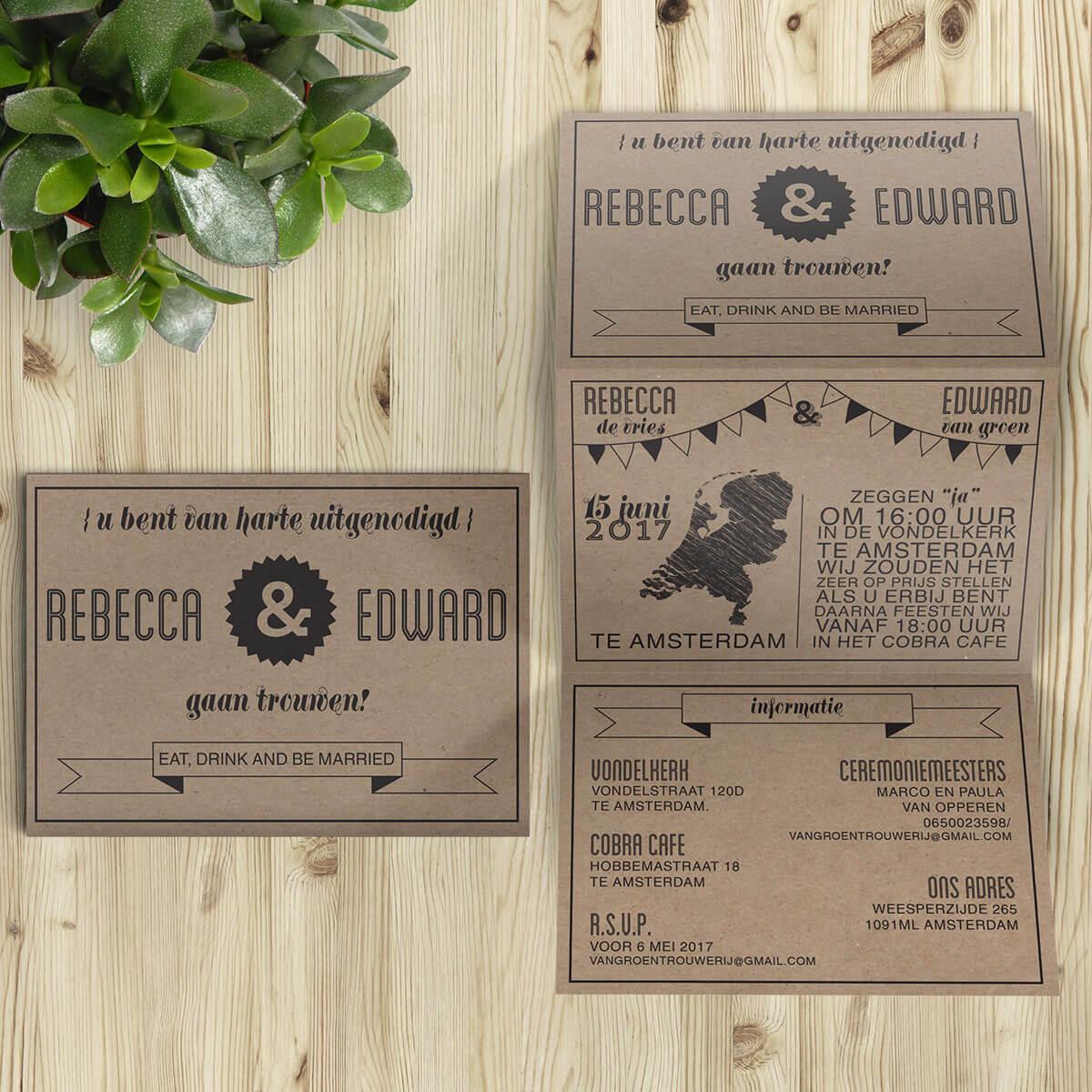 De strakke, originele manier van vouwen van Hipster Retro trouwkaart maakt van de achterkant een lange poster en van de voorkant drie afgebakende panelen.