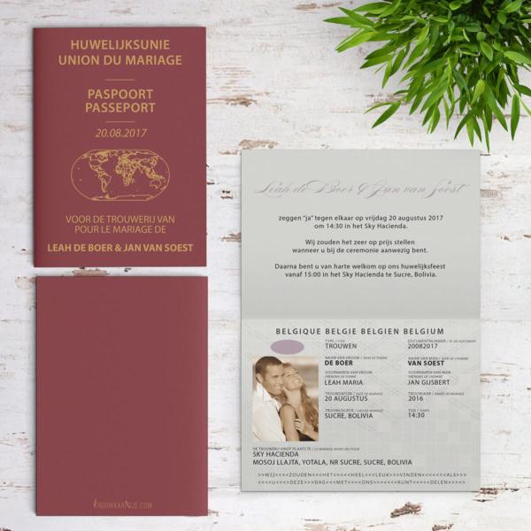 De Paspoort trouwkaart is uitgewerkt om op een Belgisch paspoort te lijken, tot in detail, maar alles is toepasselijk gemaakt voor een trouwkaart. Op deze afbeelding zijn alle zijden van het trouwkaartje te zien.