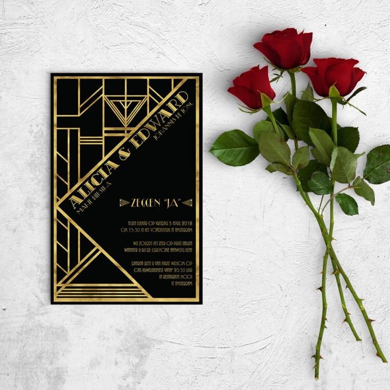 """Deze trouwkaart Jaren Twintig is een nieuwe interpretatie van het Great Gatsby concept, want dit concept """"keeps on giving."""" Mooi art deco patroon vol details."""