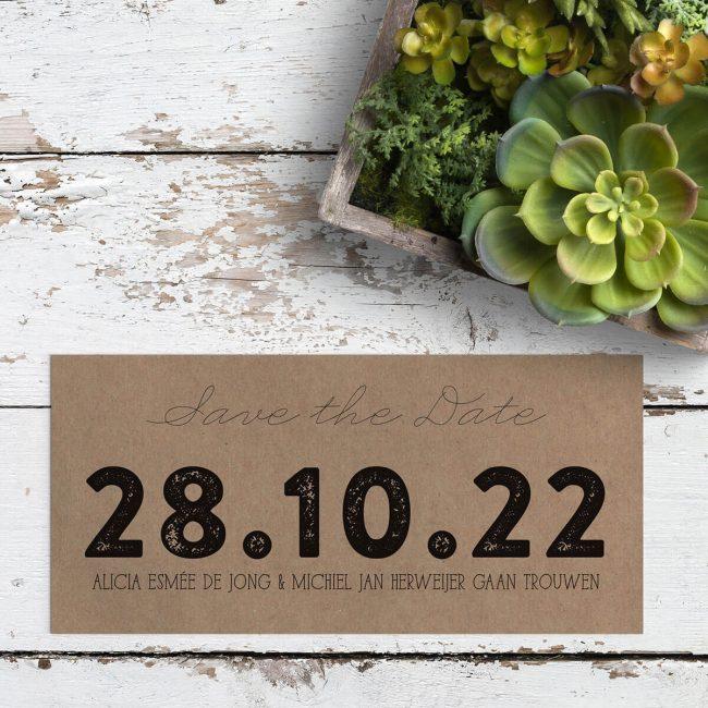 Bij save the date kaart Datum staat de trouwdatum centraal.