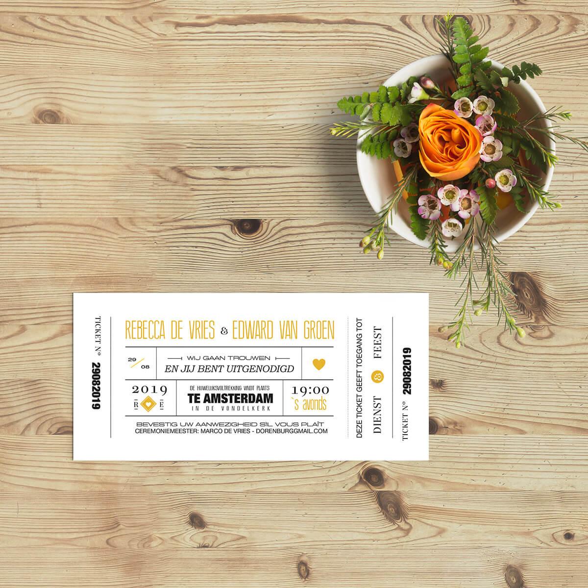 Trouwkaart Modern Ticket is een ontwerp waar de typografie centraal staat, het spel met de tekst. Tot in detail uitgewerkt met allerlei leuke elementen.