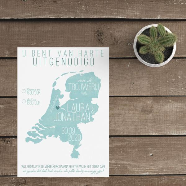 Trouwkaart Landkaart Nederland is een typisch modern-vintage design, de vormen en fonts zijn eigentijds; kleuren en het effect op de landkaart zijn retro.
