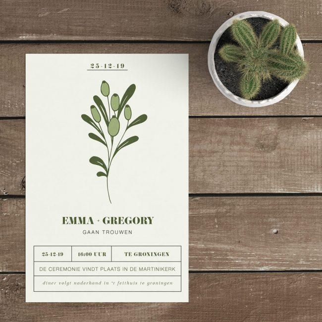 Trouwkaart Abstracte Bloem is een eenvoudig, strak en minimalistisch ontwerp. De blaadjes en knoppen bestaan uit twee kleuren groen.