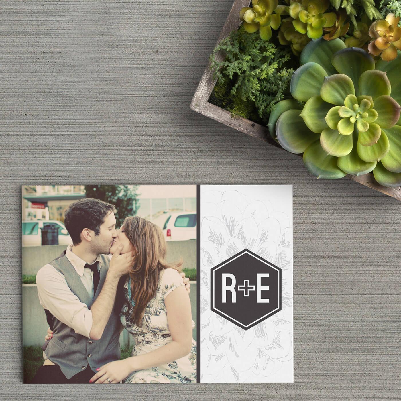 Op de voorkant van trouwkaart Plus / Monogram staat een foto met daarnaast een interessant trouwlogo, bestaande uit initialen en een plus.