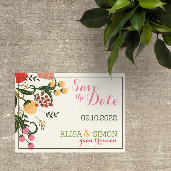 Save the date kaartje Bloemen II is een ontwerp met mooie, getekende bloemen op een witte achtergrond. De kleurrijke typografie maakt het af.