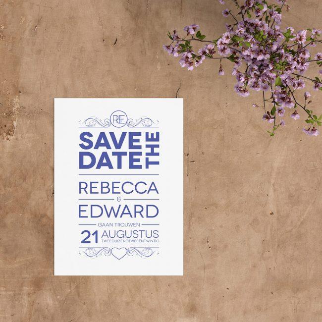 Save the date kaart twist is een typografisch ontwerp, waarbij de plaatsing van de tekst op een interessante manier gedaan is. Eigentijdse lettertypes.