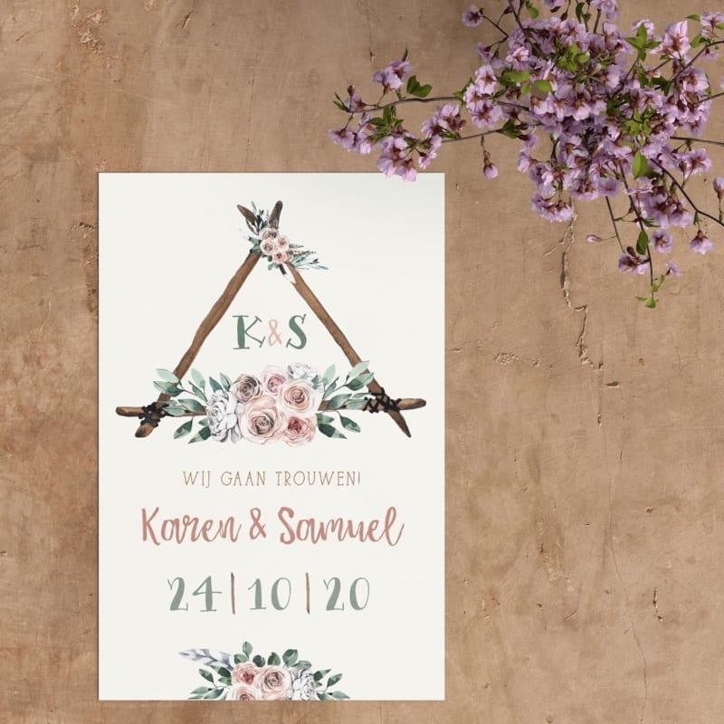 Trouwkaart Boho heeft die speciale, bohemian sfeer: mooie, handgeschilderde illustraties van sierlijke rozen, blaadjes en takken en een bijzonder font.