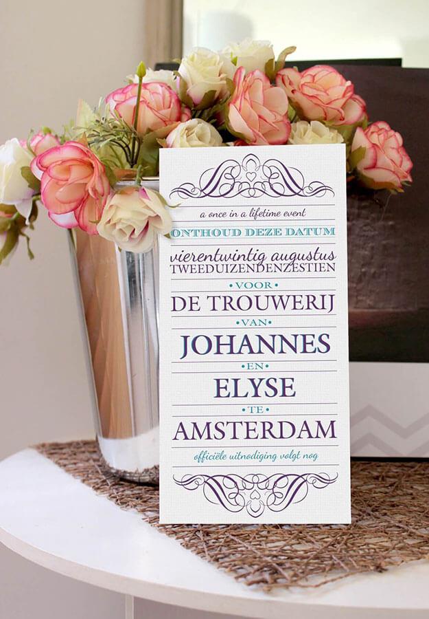 Save the date kaarten met typografisch ontwerp.