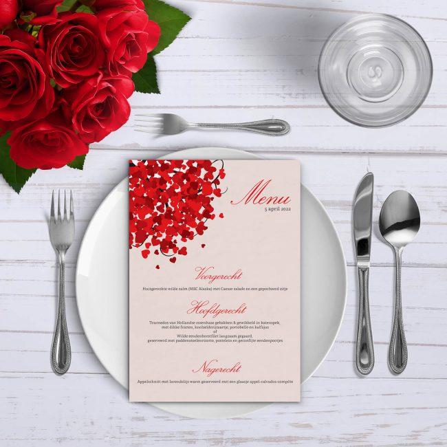 Menukaart Hartjesboom is een eenvoudig ontwerp in dezelfde lijn als de gelijknamige trouwkaart, met die opvallende rode boom.