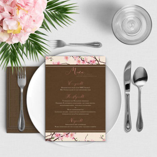 Menukaart Kersenbloesem is een fris en klassiek ontwerp, waarbij prachtige, roze kersenbloesem de boel opfleuren.
