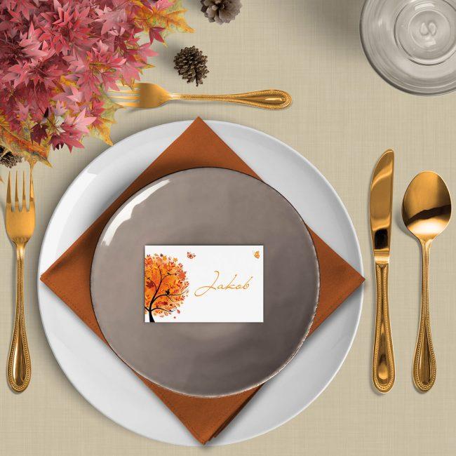 Naamkaart Herfst is een gepersonaliseerd plaatskaartje met een herfst-thema. De oranje tinten vallen meteen op.