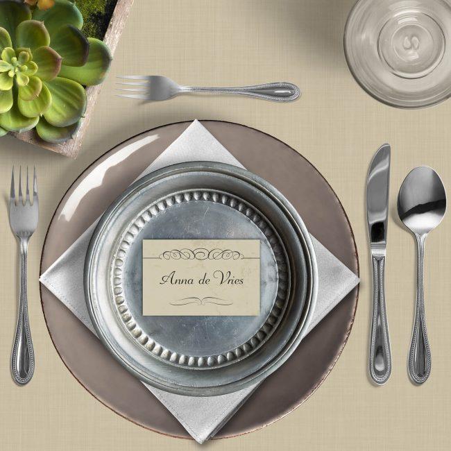 Naamkaart Élégance is een elegant en sierlijk plaatskaartje voor bijv. bij het trouwdiner op de trouwdag zelf. Mooie stijl.