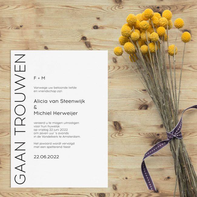 Trouwkaart Simpel & Modern is een typografisch ontwerp, waarbij tekst helemaal centraal staat. Een moderne en eenvoudige insteek.