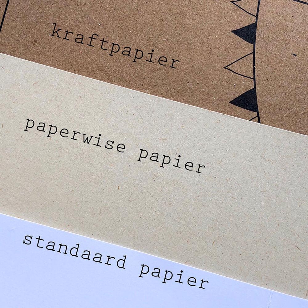 Duurzame trouwkaarten gedrukt op kraftpapier en paperwise papier. Kraftpapier is gerecycled papier.