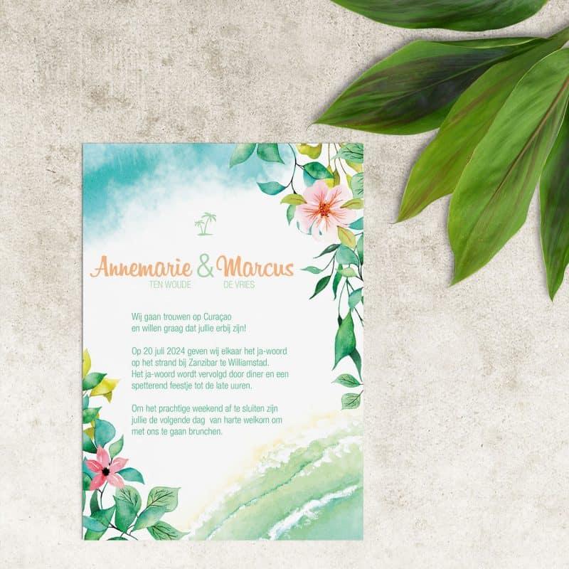 Trouwkaart Tropisch Paradijs is een sierlijk ontwerp, met bloemen en blaadjes in prachtige kleuren. Ook het strand ontbreekt niet.