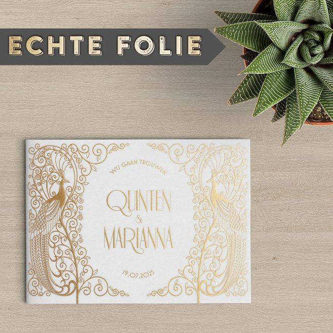 Trouwkaart Pauw Art Deco is ontworpen in een vintage stijl, met prachtige, sierlijke motieven in goudfolie. Luxe en bijzonder ontwerp.