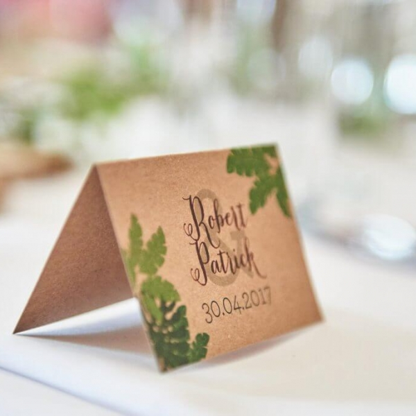 Prachtige naamkaartjes voor bij het bruiloftsdiner.